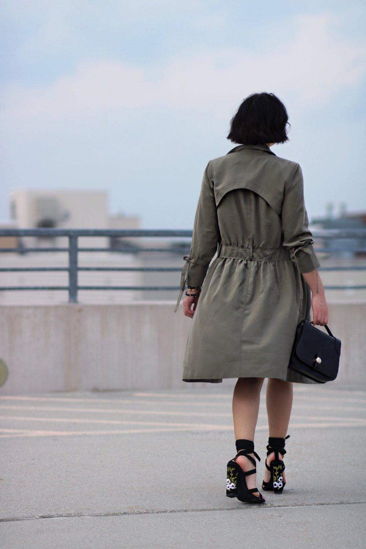 emroidered heels olive coat streetstyle