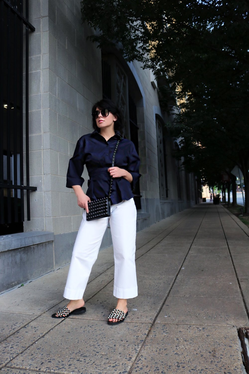 navy-top-white-pants-outfit
