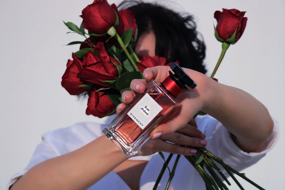 close-up-bottle-givenchy-rose-ardente-blogger-ad