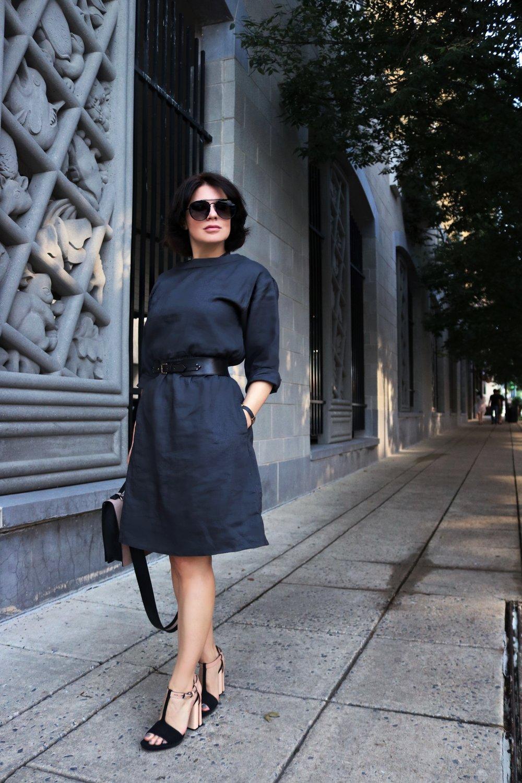 navy-linen-dress-street-style