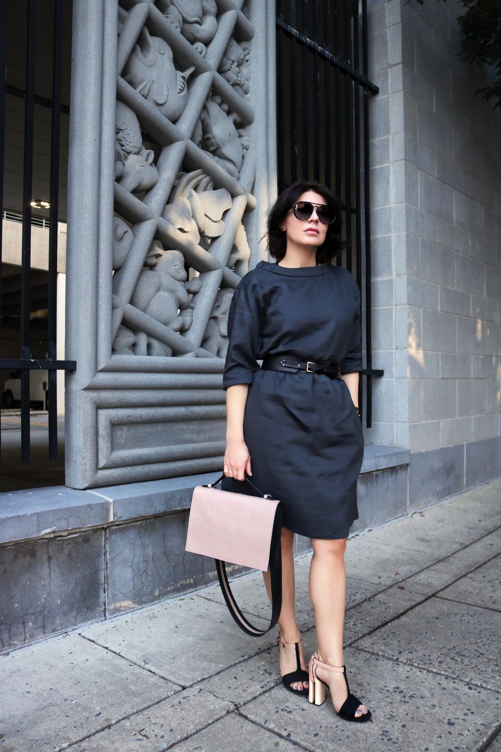 navy-line-dress-blogger-style