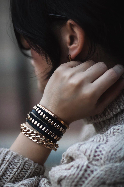 isabel-alexander-petite-fashion-blogger-bracelet-stack