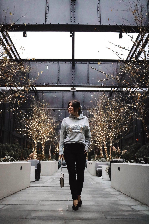 Pendry-Baltimore-courtyard-decor