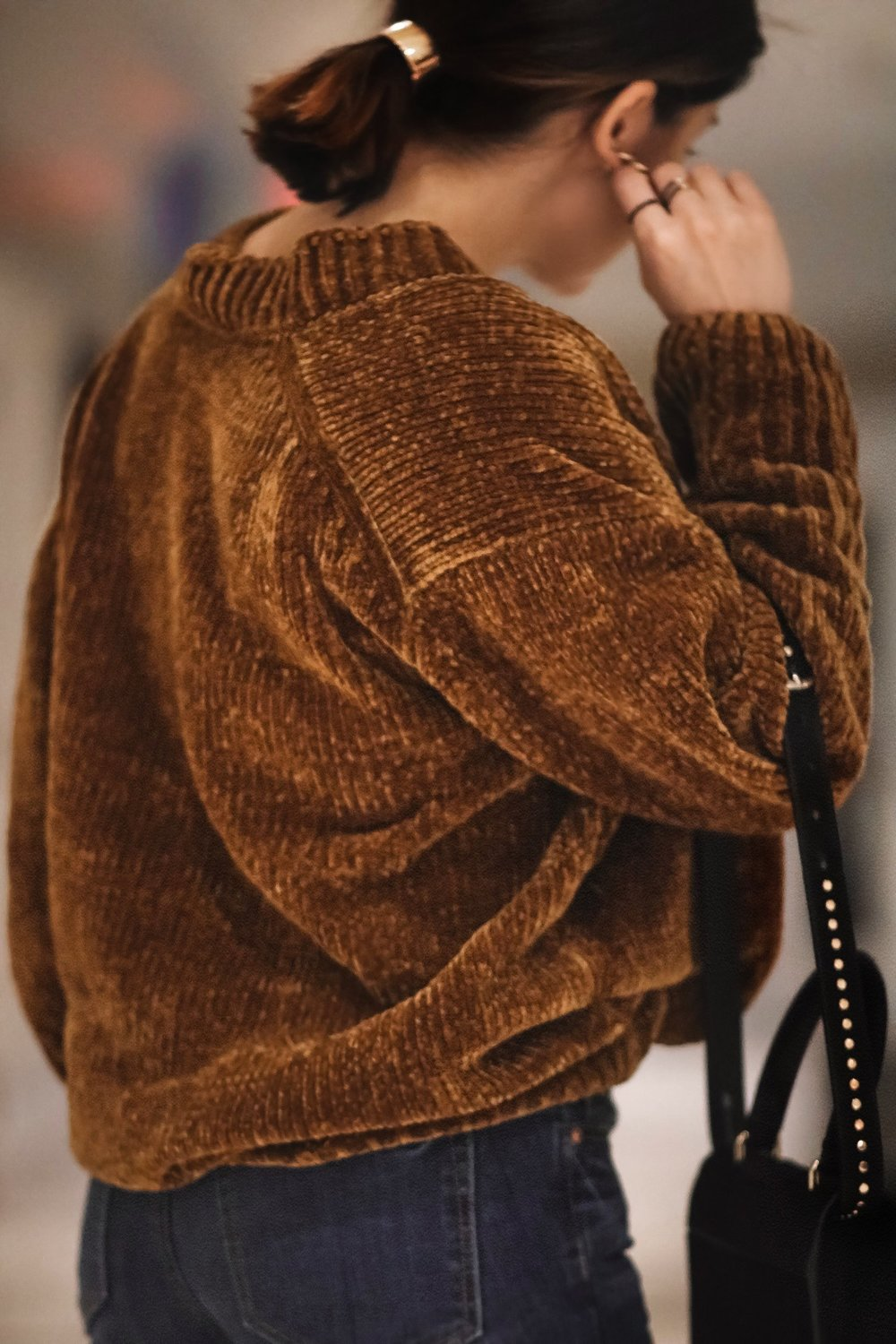 Blogger-Isabel-Alexander-chenille-sweater