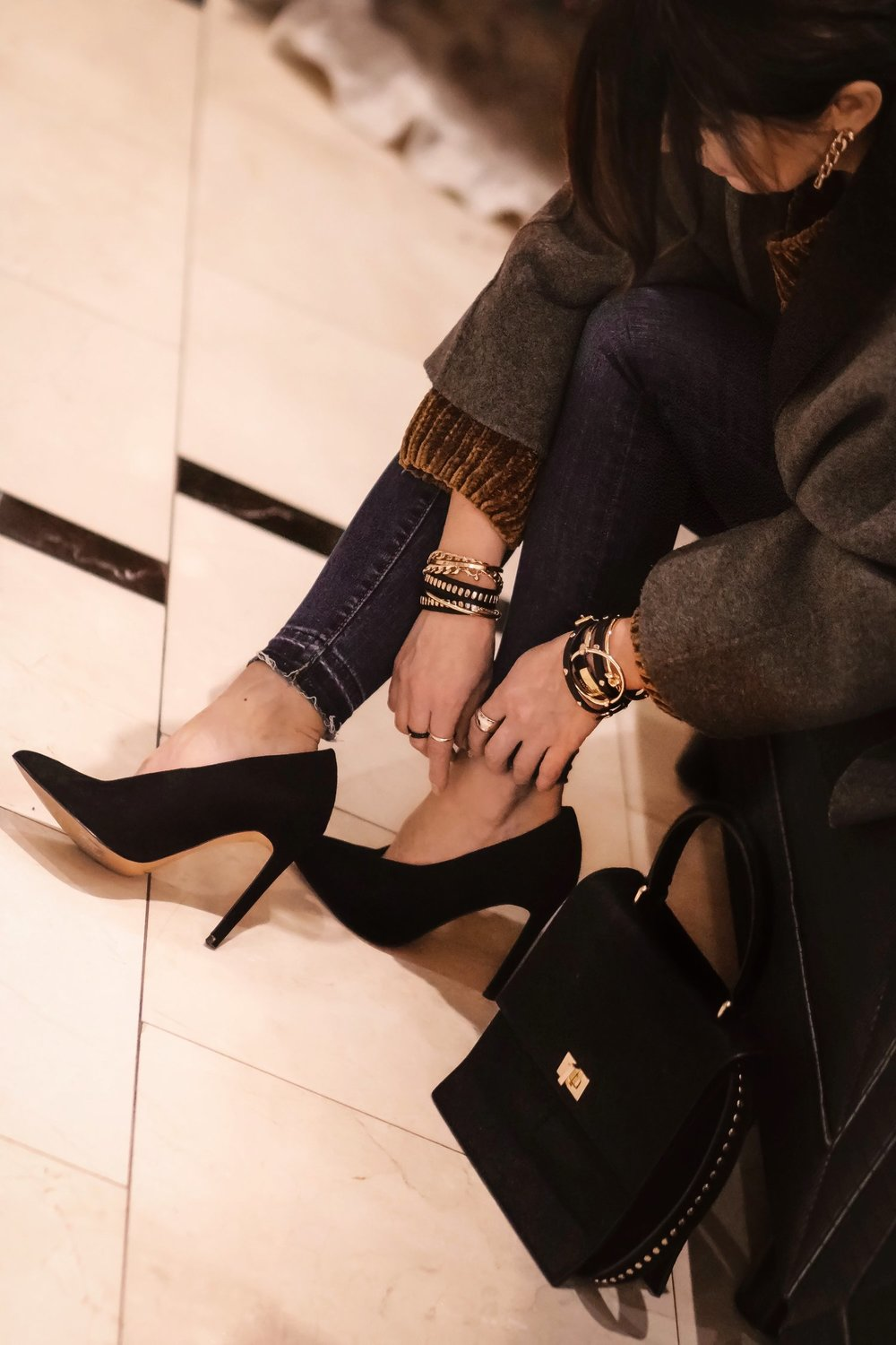 street-style-blogger-suede-heels