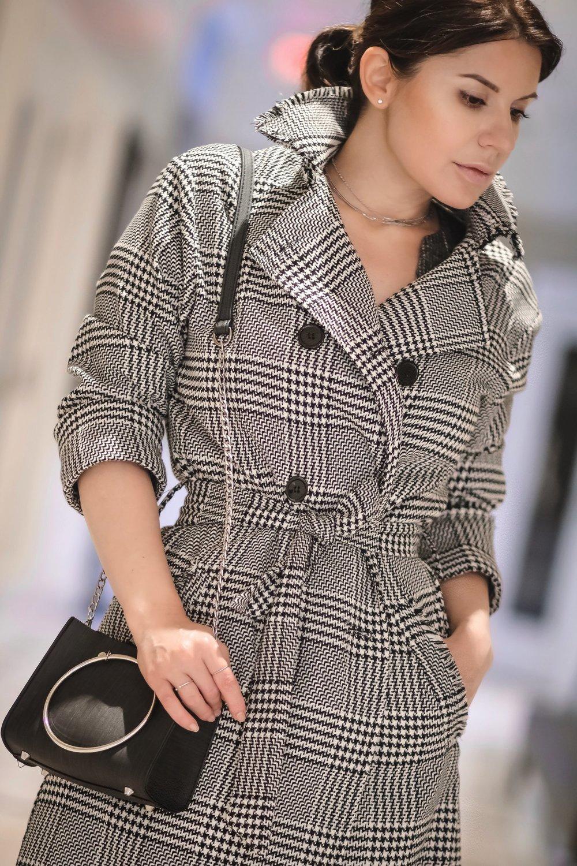 Isabel-alexander-gray-coat-WhatsMode