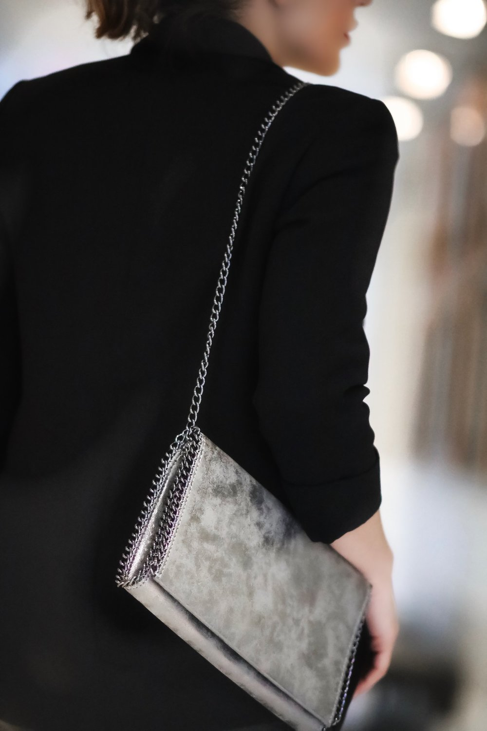 chain-trimmed-bag-blogger-style