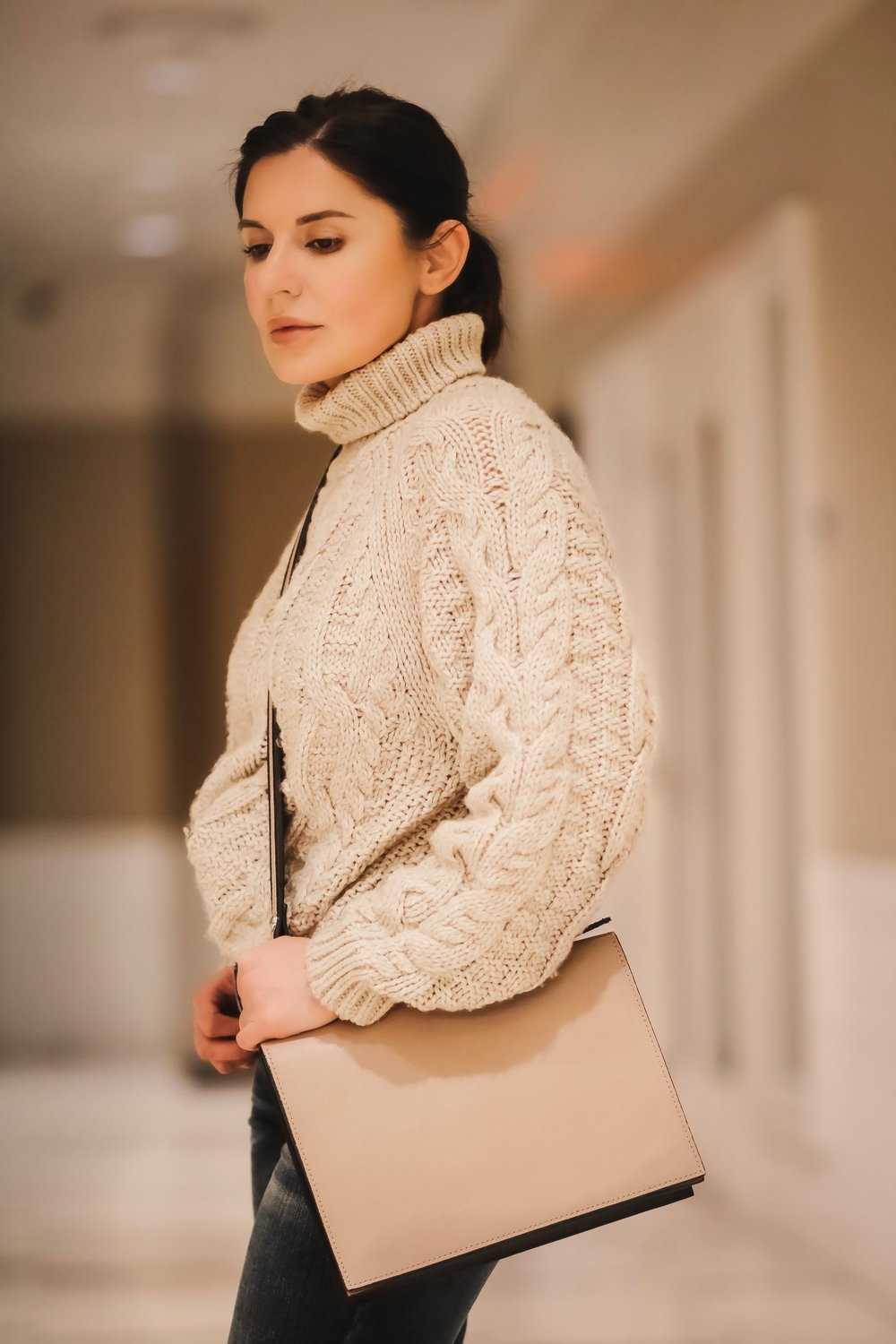 Isabel-Alexander-chunky-knit-sweater