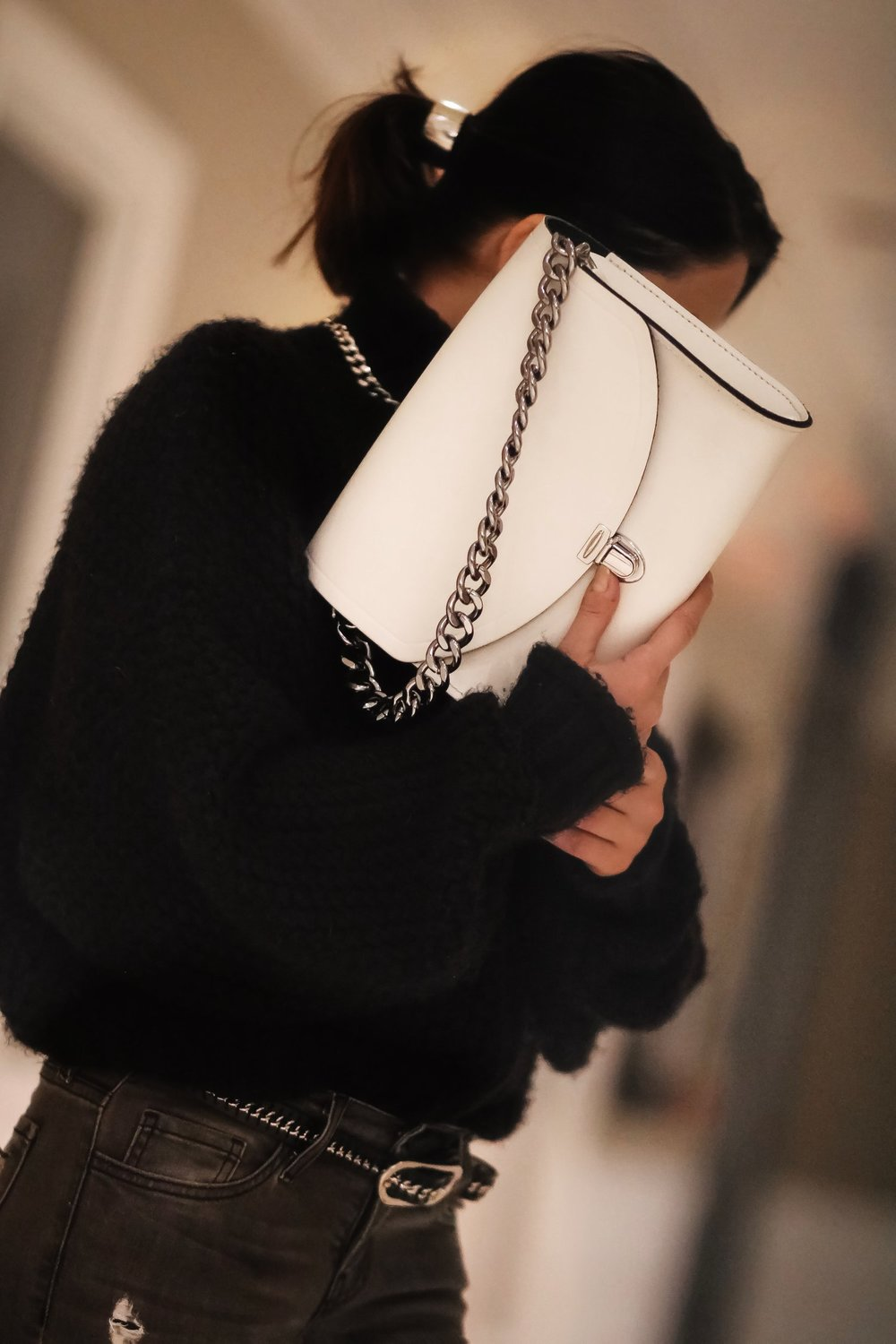 Isabel-Alexander-white-bag-details