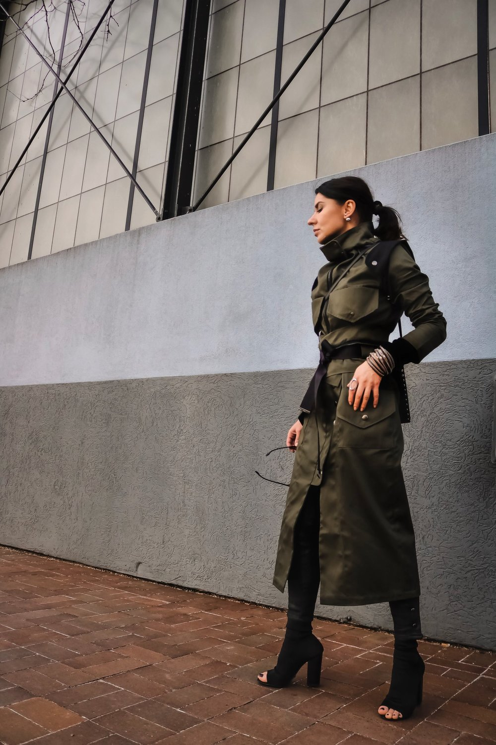 Isabel-Alexander-Clothia-trenchcoat-doublebreasted-convertible-trenchcoat-street-style