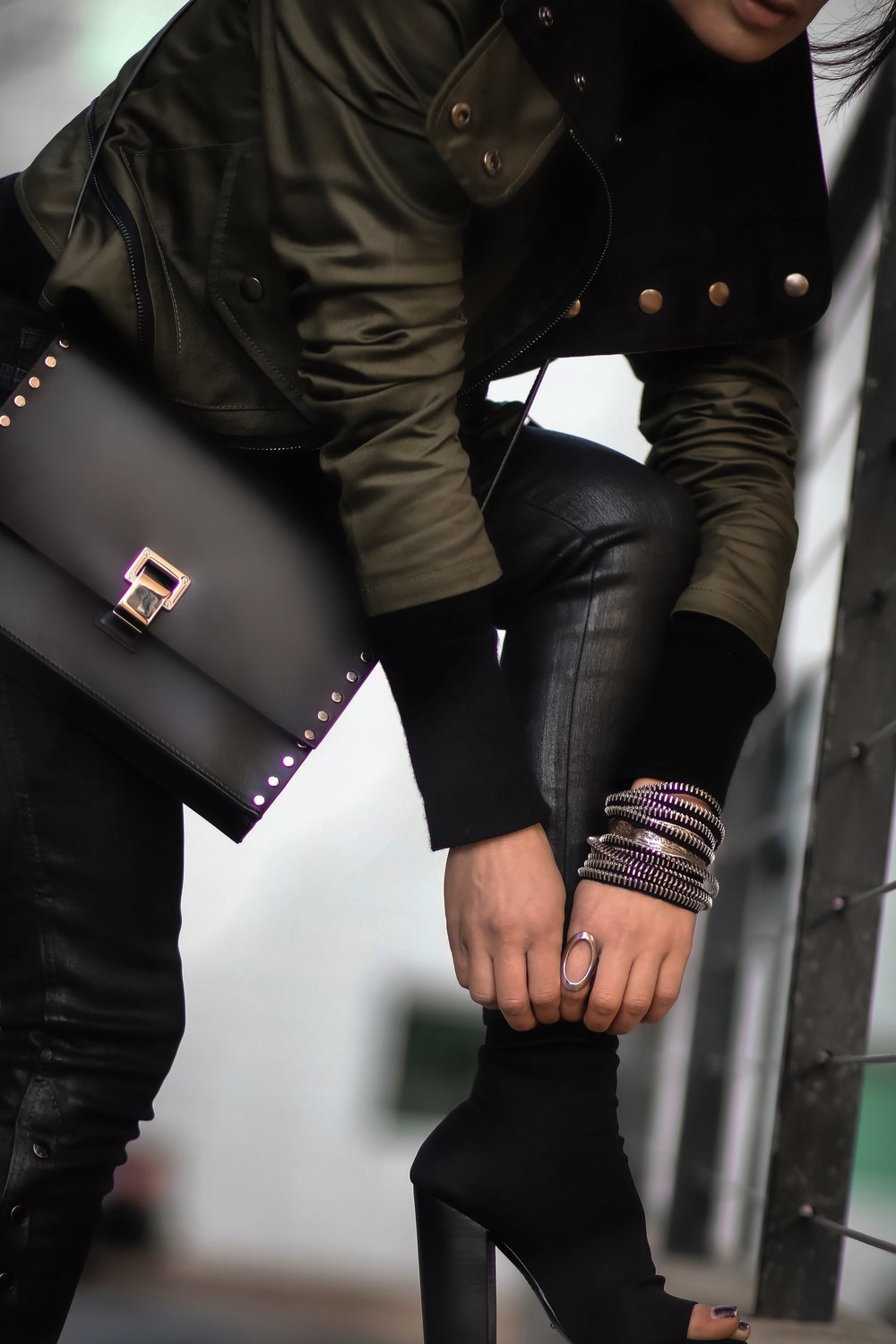 Isabel-Alexander-Clothia-Proenza-bag-TheDarkShop-zipper-bracelet-closeup