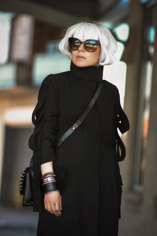 Isabel-Alexander-The-Dark-Shop-Chain-Bracelt-Atomic-Blonde-Costume-wig-ASOS-coat