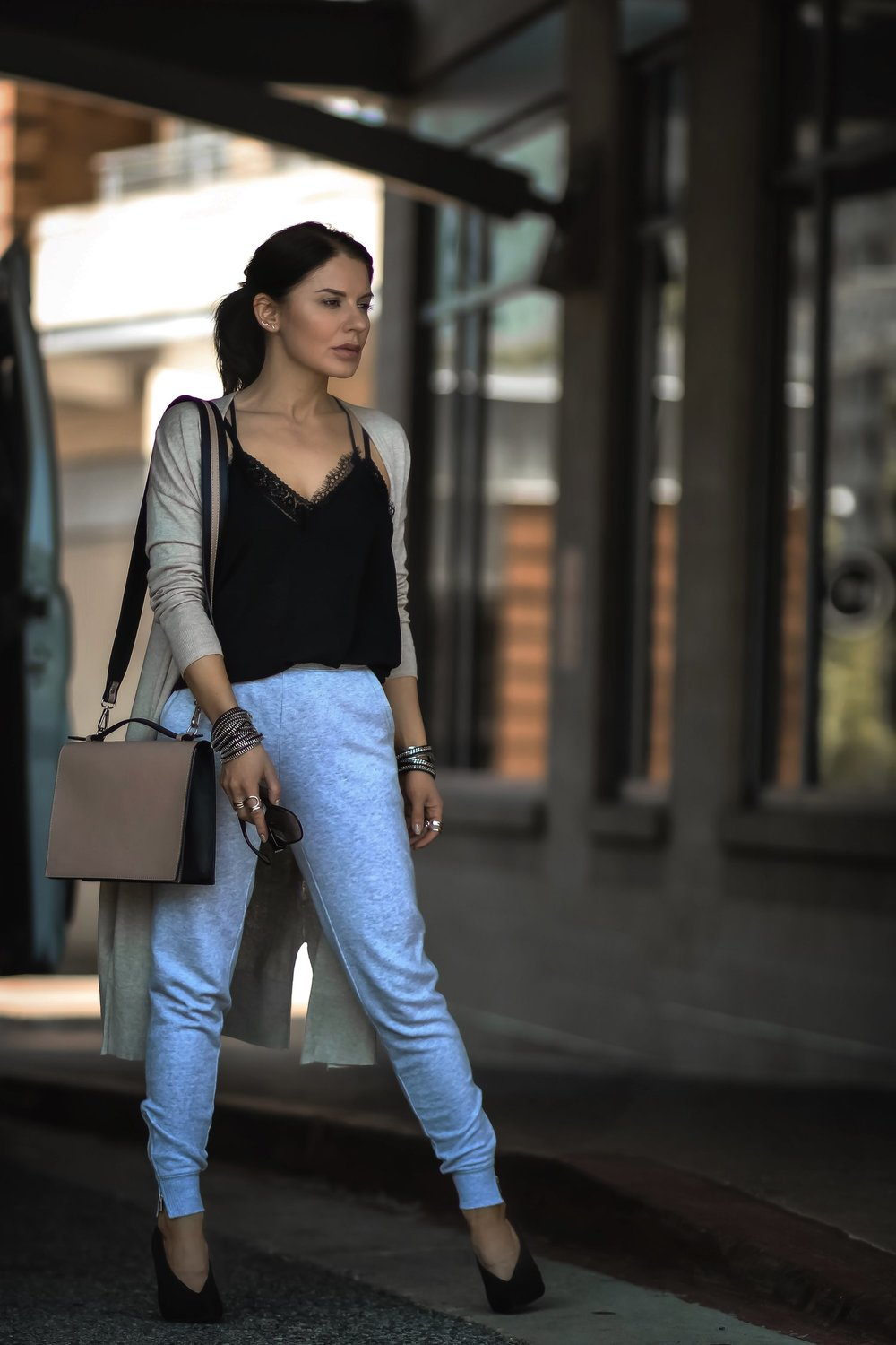 Isabel-Alexander-Old-Navy-tan-cardigan-athleisure-look-streetstyle.jpeg