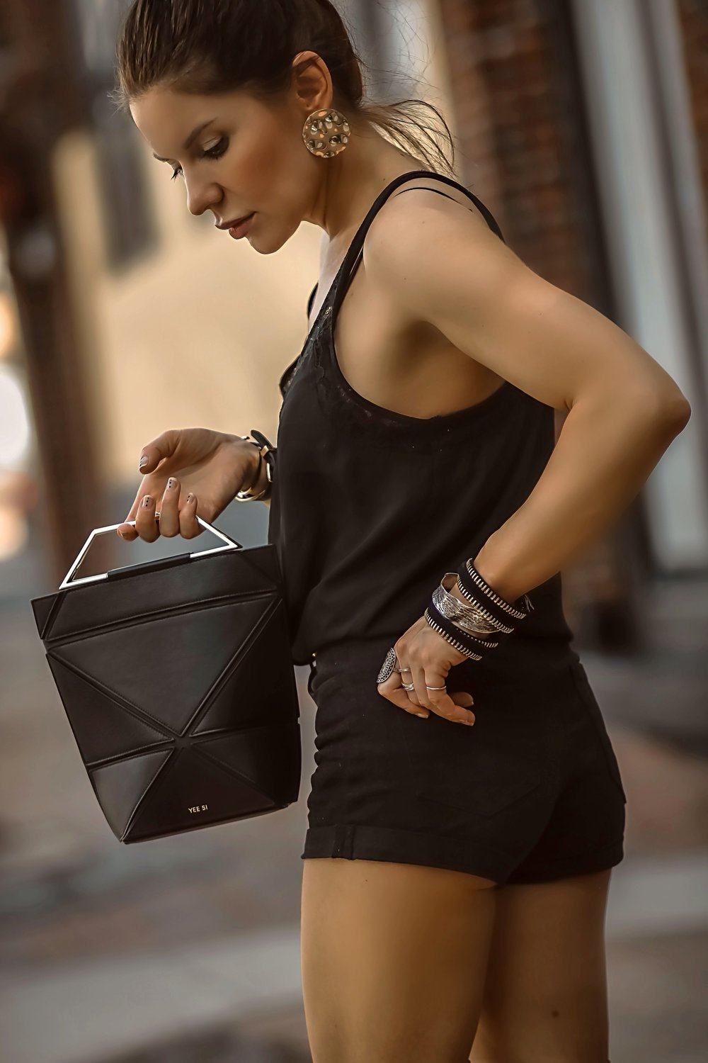 Yee Si Foldable Bag Close Up Black Outfit Profile Isabel Alexander
