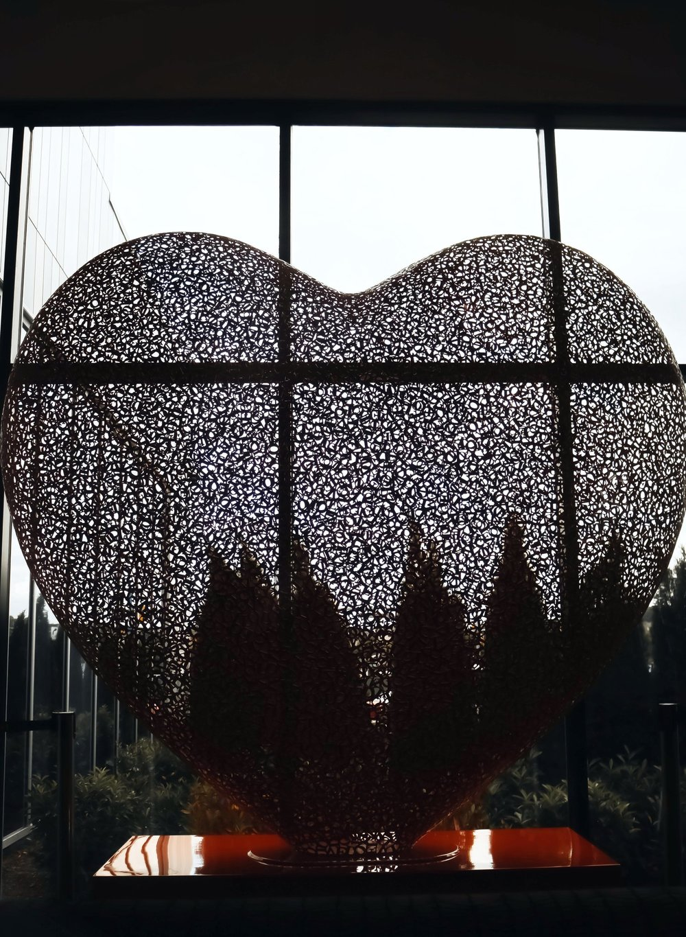 Live Hotel Casino Heart Sculpture Artwork Isabel Alexander
