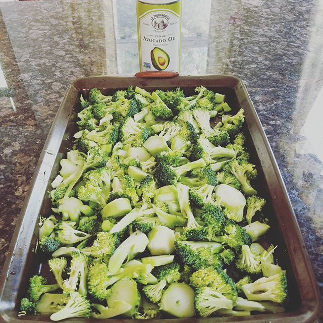 🍴Meal Prep Tip🍴 *Pre Chop Veggies* •Pick your favorite veggie or any food that needs to be chopped like onions, bell peppers, celery, sweet potatos etc. I'm prepping some broccoli today. •Chop it up in bite size pieces or any preferred size. •Place in a container or bag for later and you're DONE! Do the next step to save even more time. •Bake, cook, grill or steam. I'm choosing to bake today's broccoli with avocado oil (great for cooking in high temperatures) and seasoning with salt and pepper. •Once cooked place it in a container and enjoy.  In 5 simple steps or less you can save time throughout the week!  #Simple #MealPrep #Nutrition #Veggies #Prechop #Bake #Broccoli