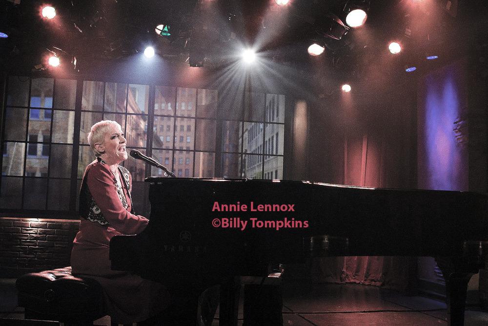Annie Lennox performance 4 low res.jpg