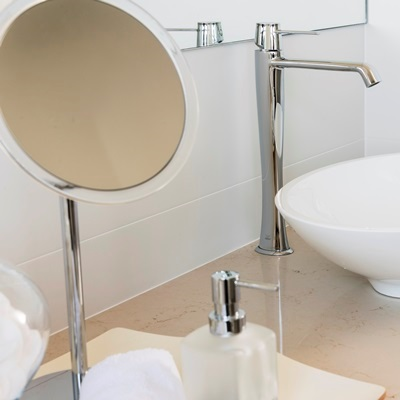 lavare-bathroom-magnifying-mirrors