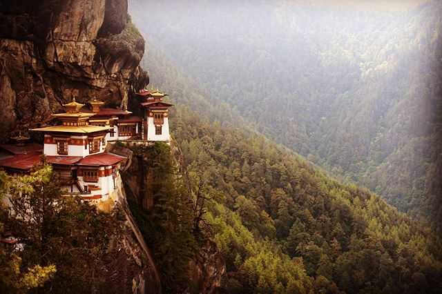 ... the Tatsang Monastery : the Tiger's Nest : very simply but firmly clings to a cliff - fasinating sting and peacefully happy ! A land sandwiched between India and China whose Gross Domestic Product is Happiness - The Kingdom of Bhutan ! { Visual credit - @rajatkumar } :: to be featured #follow me @explorindya.nofilter use #explorerwhispers #explorindya  #explorerwhispers #explorindya #indiatraveldesign #natgeotravel #soulofbhutan #tigersnestmonastery #bhutantreks #instatravel #photooftheday #wanderlust #natgeotravel