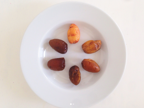 samani_dates_fruit.png