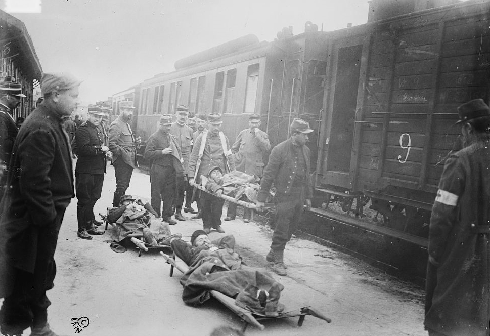 French wounded soldiers arrive at Chalons sur Marne, October 1914.