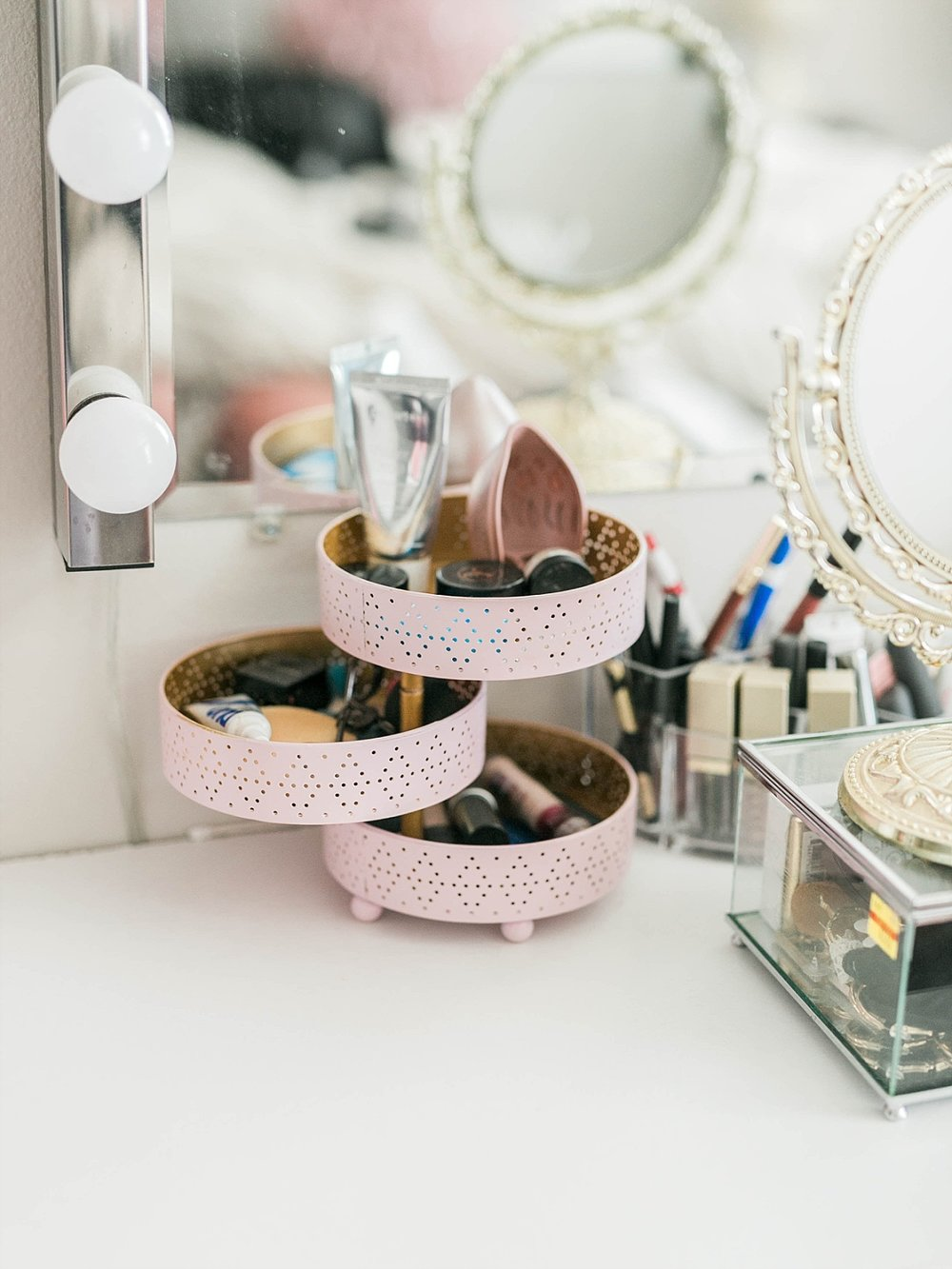 DIY makeup storage, beauty blogger