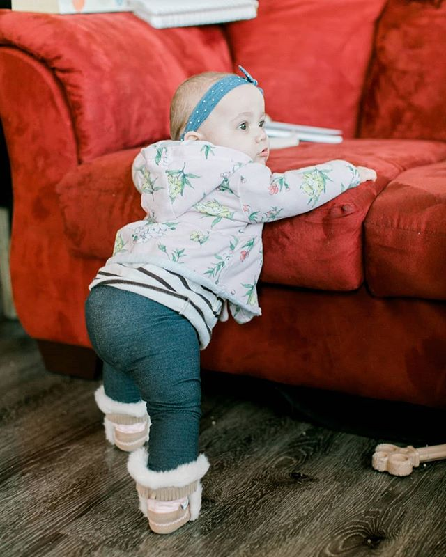 This is so terrifying. ⠀⠀⠀⠀⠀⠀⠀⠀⠀ My 8 month (almost 9 months old!!) old is standing up everywhere already, literally, any chance she gets she's up holding herself onto things. I'm betting within 2 weeks she is going to start taking steps. Why!!!! I mean don't get me wrong, it's cool n all but I'd also like to not be chasing her around by Christmas...... ⠀⠀⠀⠀⠀⠀⠀⠀⠀ #momlifeproblems
