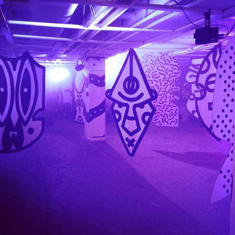 Installation artistique durant l'événement VooDoo à Soukmachines