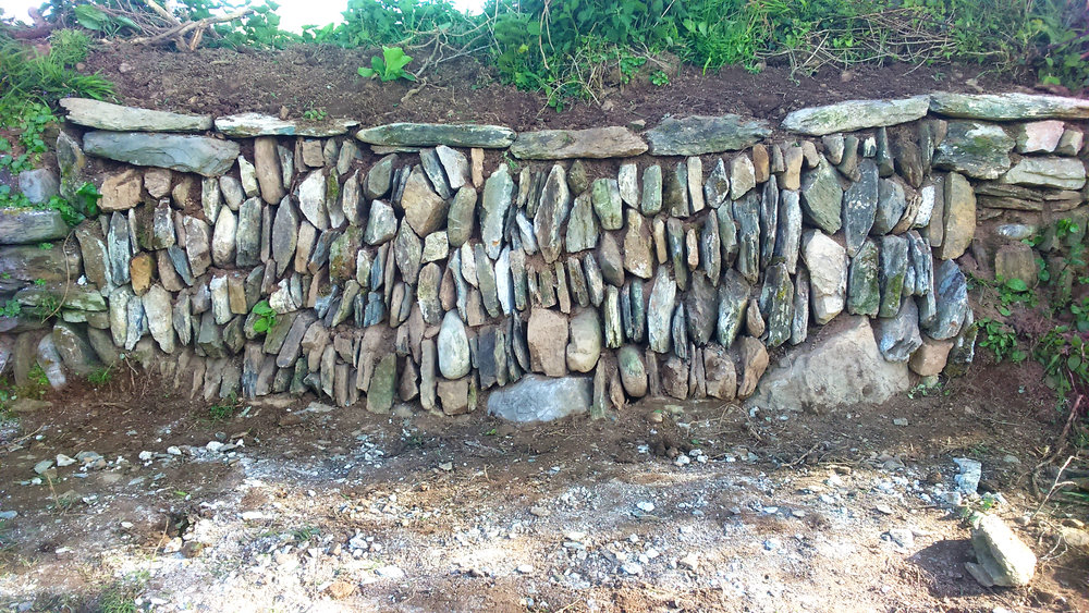Dry stone walling Services by Chris Bond, Devon/Cornwall/Southwest England UK.  www.stonewalling-hedgelaying.co.uk