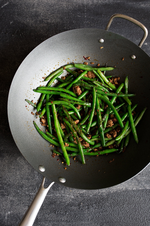 green beans in pan