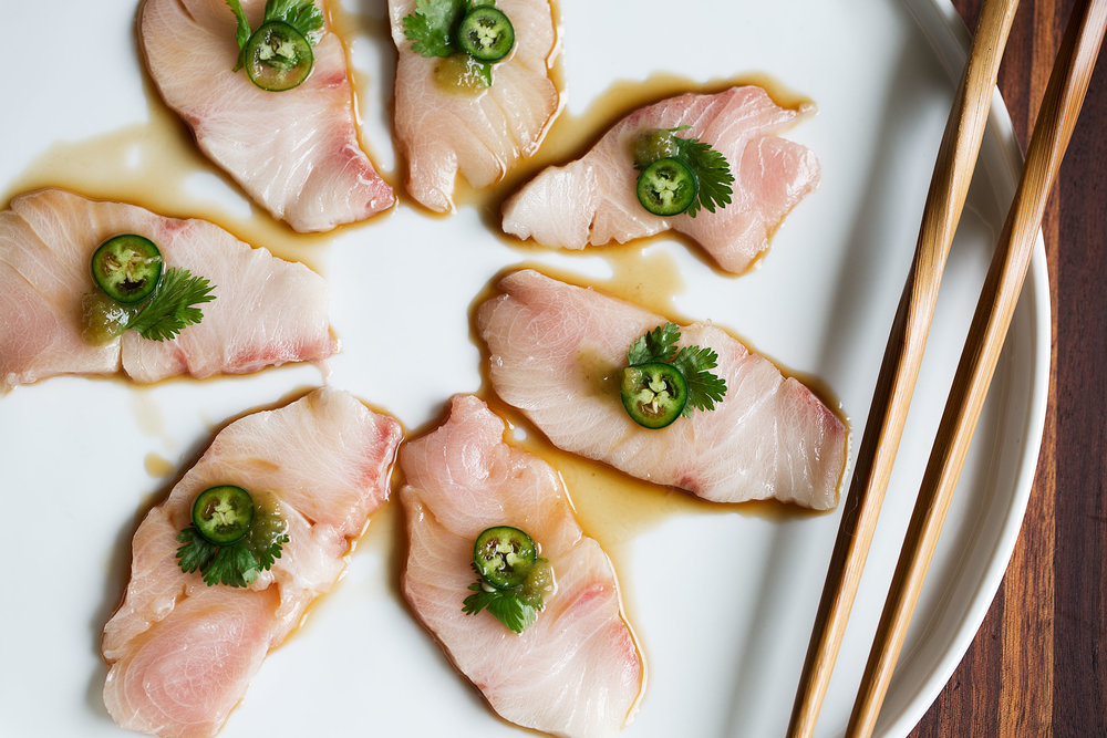 yellowtail sashimi with serrano peppers - 1000×667