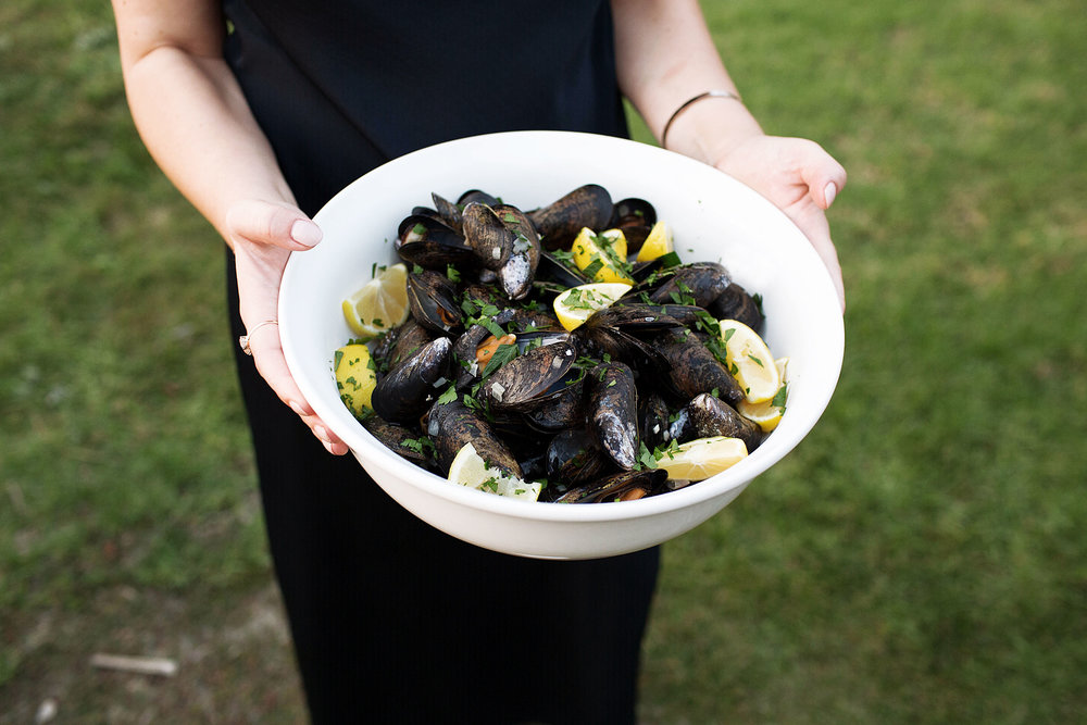 mussels in white wine garlic broth cooking with cocktail rings