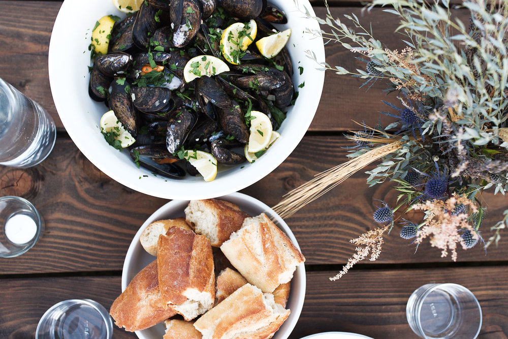 steamed mussels with white wine garlic broth cooking with cocktail rings