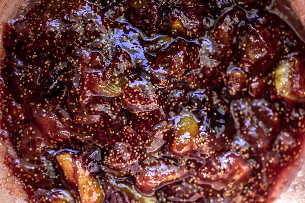 closeup fig jam recipe from cooking with cocktail rings