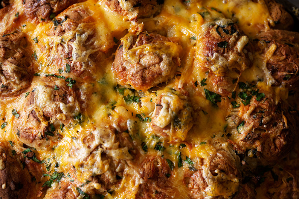 closeup garlic cheddar monkey bread cooking with cocktail rings