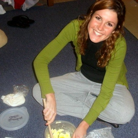 FLASHBACK. 2006. It's freshman year of college at Indiana University.  I'm sitting in my room and mixing up a batch of chocolate chip cookies…  Which I would then bake in the dorm's oven by the laundry area.  Let's just say that after mixing up some cookie dough with a wooden spoon, I will never take for granted the KithcenAid mixer again.
