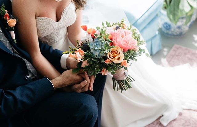 A bit of romance for your Monday afternoon. // 💐: @thistleandlaceflorals + 📸: @annahedges • #thehiveknox #ilovelocalknoxville #scruffycity #iloveknoxville #knoxify #igknoxville #whatsupknox #865life #visitknoxville #new2knox #themakercity #knoxrocks #knoxify #knoxphotographer