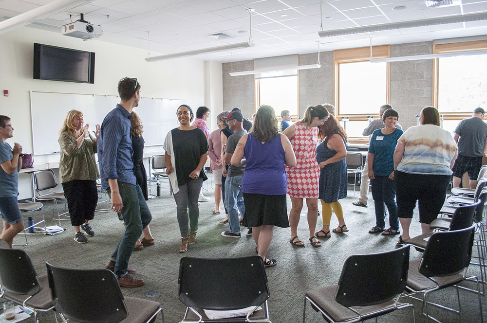 Investigating movement, theatre and cultures of thinking in an introductory workshop.