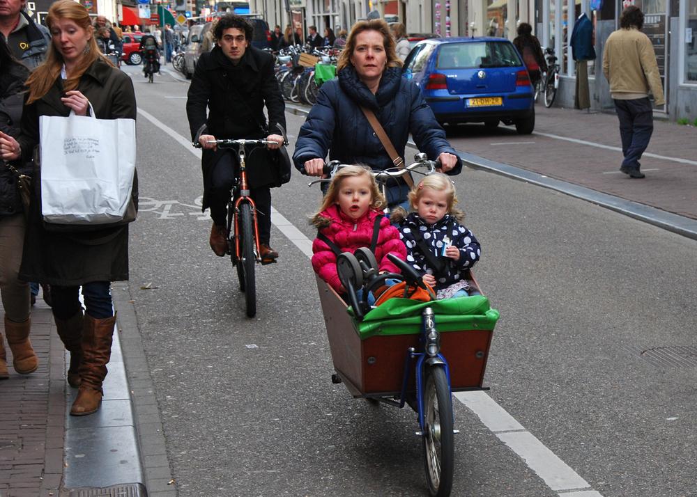 amsterdam_bikes_kids (1).jpg