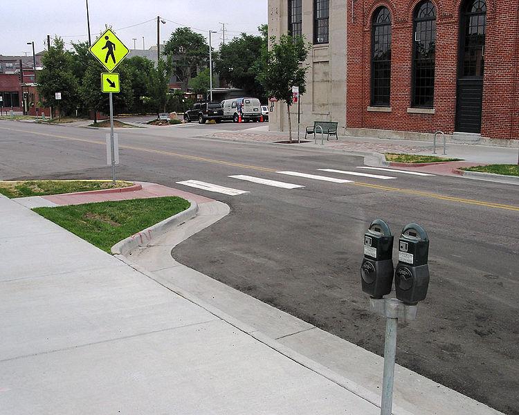 Пешеходу перейти такую дорогу гораздо проще, автомобилист на такой дороге не поедет 120 км/час, а будет соблюдать установленный скоростной режим.