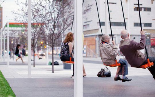 Качели на автобусных остановках в Лондоне от  Бруно Тейлора
