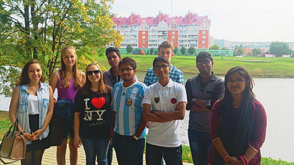 Иностранные и русские студенты в Белкинском парке