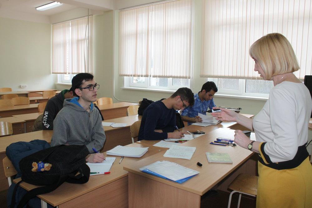 Иностранные слушатели подготовительного факультета на занятиях