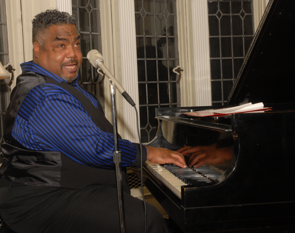 Alvin Waddles at Palmer Woods Music in Homes 2015. Photo ©Barbara Barefield