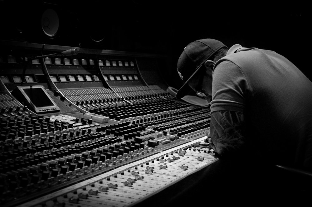 AlphaBeatMusic - MixingTwo decades of commitment to sonic excellence, unparalleled work ethic and passion for the creative process. Let me help you take your project to the highest level.