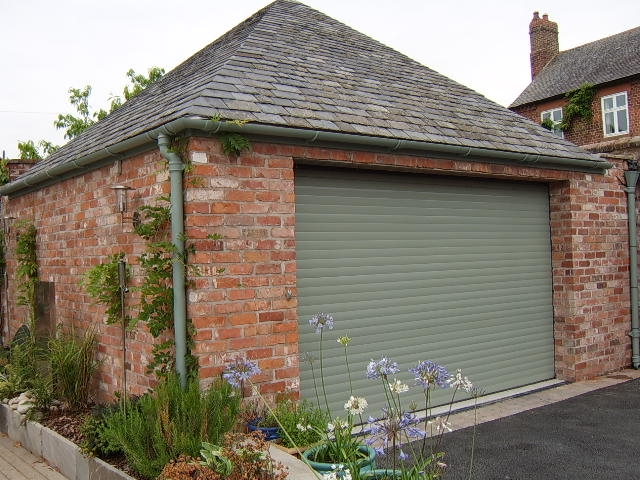 T77 ELITE ROLLER GARAGE DOOR GREEN.JPG