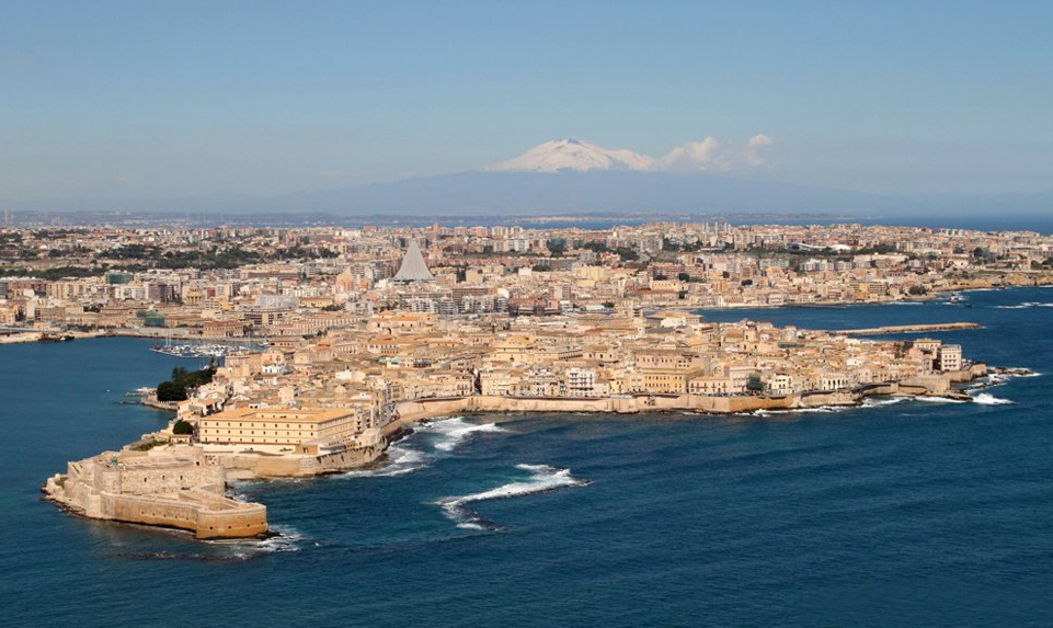 Ortigia, the historical heart of Siracusa, with Etna behind Photo by  FRATELLI ANGELO e GIORGIO BONOMO  /  CC BY-2  .0
