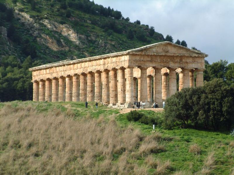 Temple of Segesta (photo by Josep Renalias, own work_ Wikimedia Commons, CC BY-SA 2.5).JPG