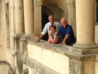 Stephen, Lucia, Douglas in front of Siracusa cathedral.jpg