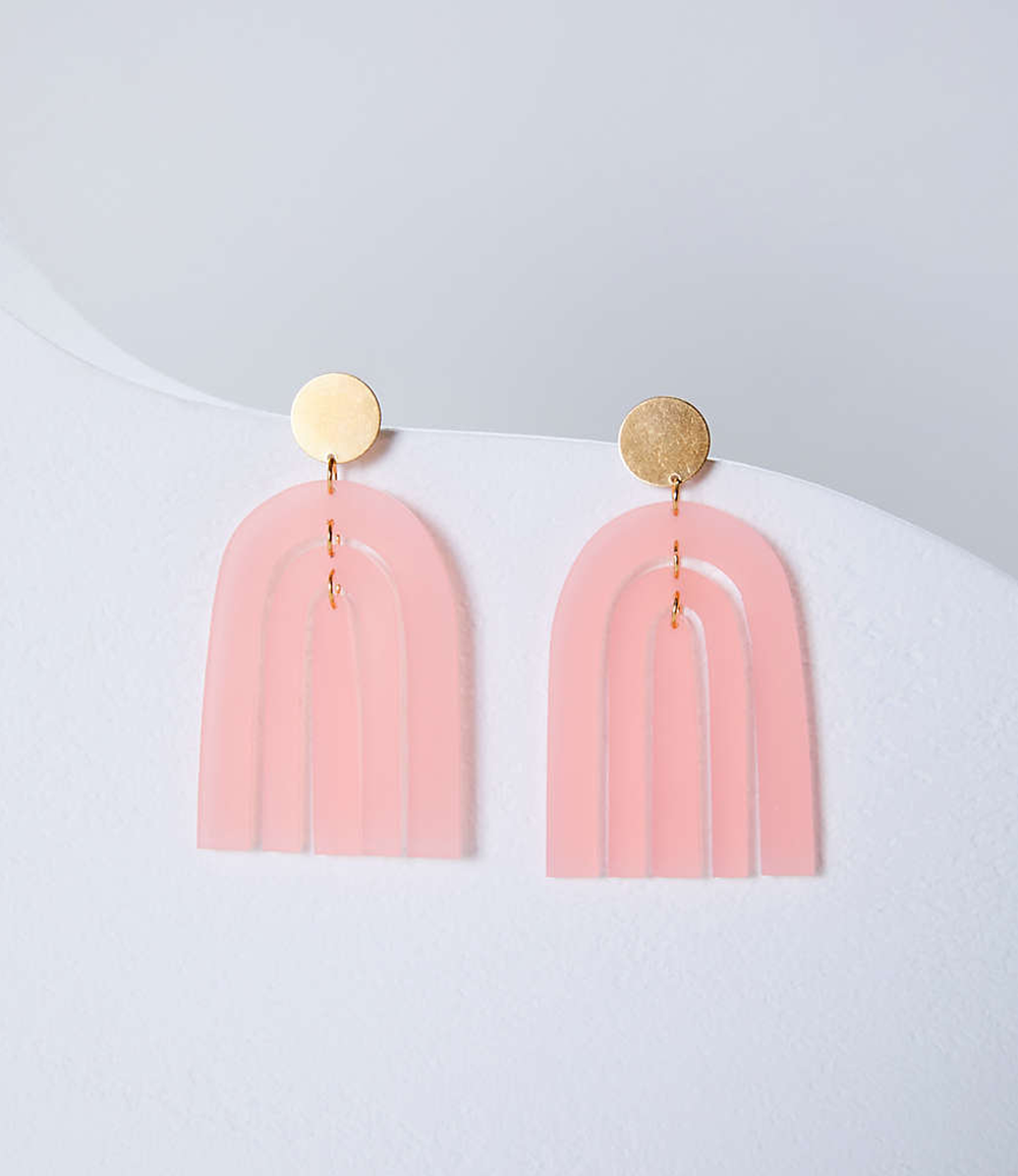pink rainbow earrings from lou and grey | @themissprints